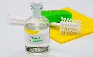 White vinegar for clean teapot
